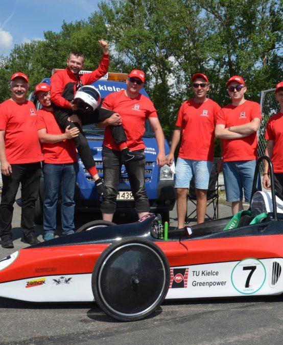 Studenci Politechniki Świętokrzyskiej wygrali zawody bolidów elektrycznych